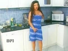 girl insert mouse